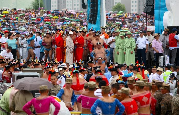 Mongolische Ringer beim Naadam Fest in Ulan Bator