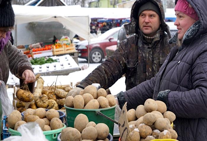 Russischer Markt im Winter