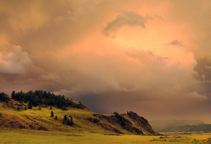 Dramatischer Himmel über Tuwa, Russland