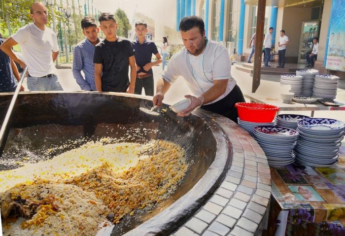 Restaurant Zentralasiatisches Plovzentrum in Tashkent, Usbekistan