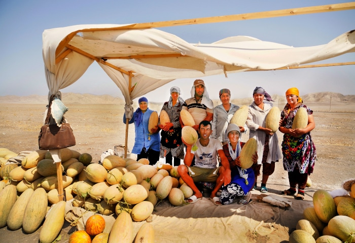 Melonen Verkäufer in der Kizil Kum Wüste, Usbekistan